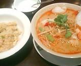 バンコクキッチン Bセット トムヤムスープのきしめん ジャスミンライス炒飯