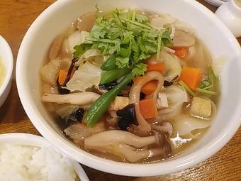 新橋 シーアン XI'AN ランチ 素菜麺 野菜刀削麺