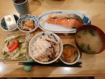 新橋 花未月 はなみづき ランチ 甘塩鮭焼き