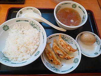 新橋 日高屋 ランチ 半ライス 餃子3個 煮玉子
