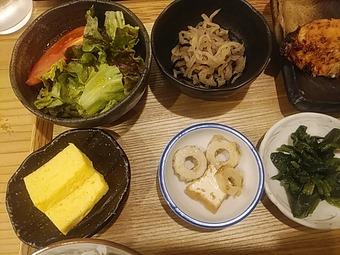新橋 魚焼男 焼き魚ランチ 小鉢