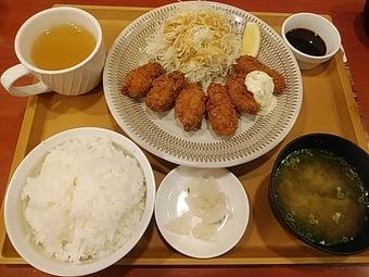 新橋 ジョナサン カキフライランチ  広島産牡蠣フライ定食