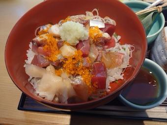 銀座久保田ランチ 季節丼と蕎麦膳 海鮮ちらし