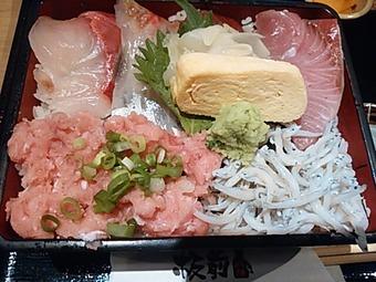 板前バル 銀座8丁目店 ランチ ネギトロシラス海鮮重定食