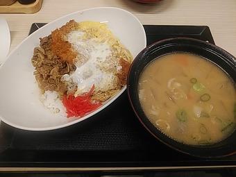 新橋 かつや 牛丼カツ丼 SUPER HUNGRY SALE ファイナル 豚汁大