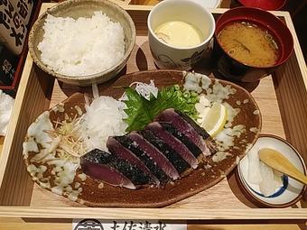 土佐清水ワールド GEMS新橋 ランチ かつおの藁焼き定食(小)