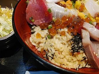 新橋 魚まみれ眞吉 しんきち ランチ 豪華海鮮丼 酢飯 赤酢