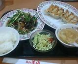 新橋 餃子の王将 ニラレバ定食