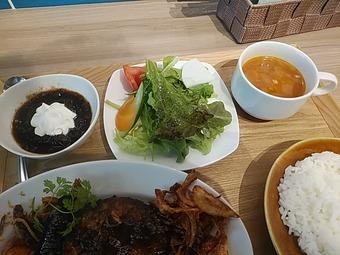新橋ジャックポット 日替りランチ デザート サラダ スープ