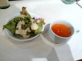 新橋クイーンオブチキンズ烏森口店 ランチ サラダ スープ