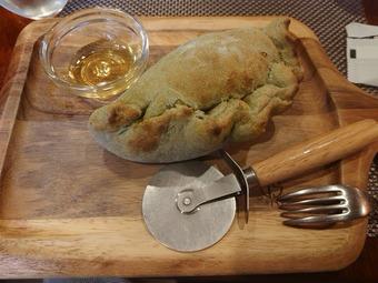 新橋 マルタ ランチ ゴルゴンゾーラチーズのクリームカルツォーネ
