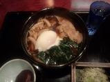 新橋 本陣房本店 豚肉とキノコの温玉蕎麦
