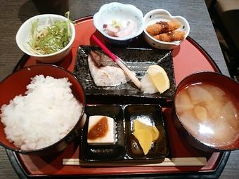 新橋 やひろ丸 ランン 日替り焼魚定食