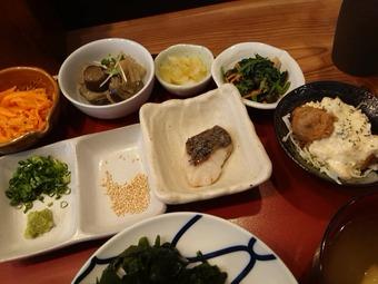 新橋三丁目魚市場 ランチ 鮮魚の漬けとミニ焼き魚定食 小鉢