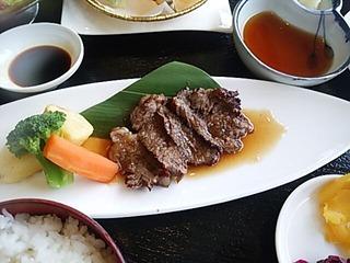 阿蘇リゾートグランヴィリオホテルゴルフ場昼飯 赤牛