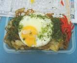江戸川競艇 やきそば 半熟卵目玉焼