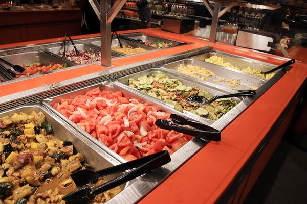ホールフーズクイーン店で夕食のお惣菜ボックスつくる 6