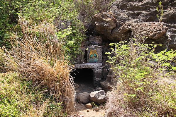ハロナ  ビーチ  コーブの洞窟の反対側はこうなってます  1