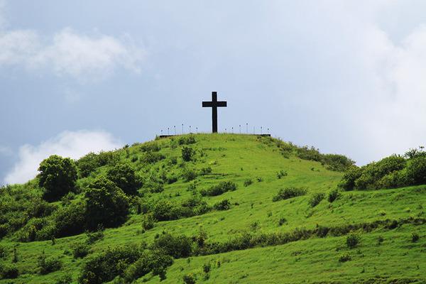 マウイ島ハナの丘の上の十字架 5