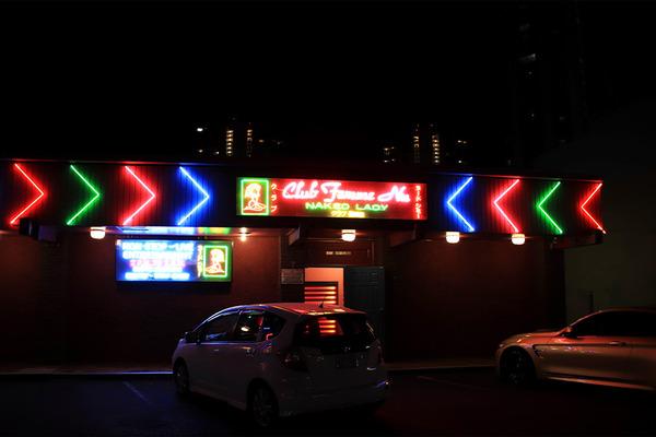 夜のカラカウアからカピオラニ通りをアラモアナ方面に歩く 5