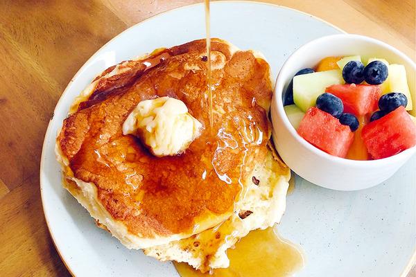 クイーンカピオラニホテルのデックで朝食 13
