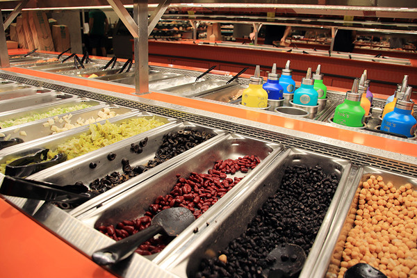 ホールフーズクイーン店で夕食のお惣菜ボックスつくる 7