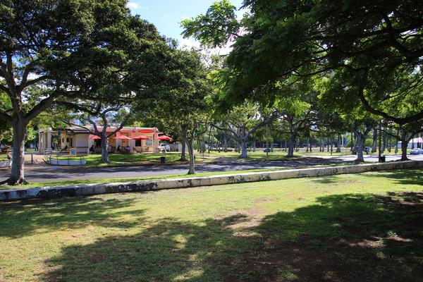 アラモアナパークのL&Lハワイアンバーベキュー 1