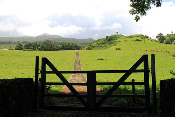 マウイ島ハナの丘の上の十字架 4