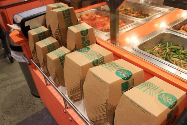 ホールフーズクイーン店で夕食のお惣菜ボックスつくる 4