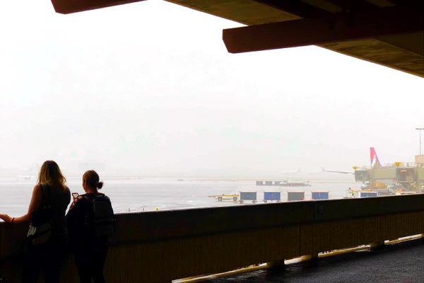 ホノルル空港をゲートまで移動します 6
