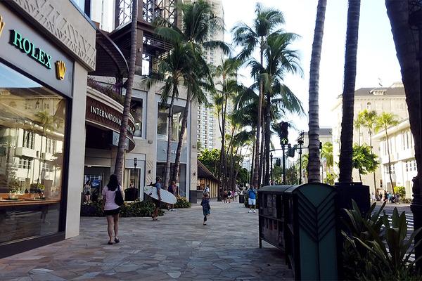 カラカウア大通りを朝散歩 1