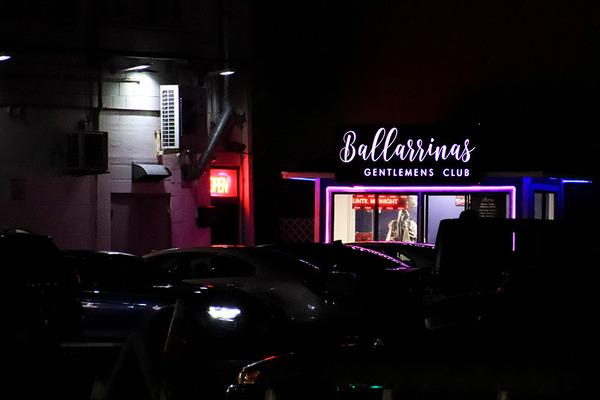 夜のカラカウアからカピオラニ通りをアラモアナ方面に歩く 4