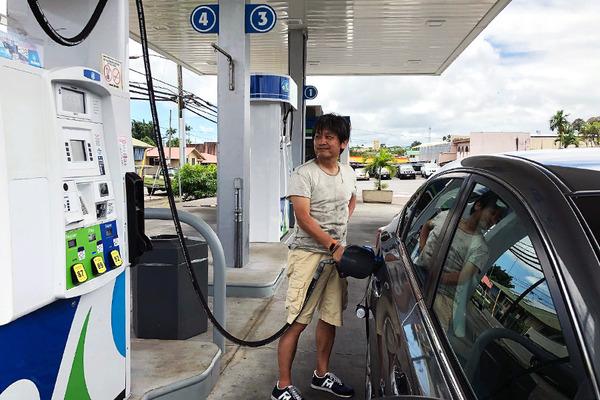 ハワイ ヒロのスーパーマーケット ガソリンの入れ方 7