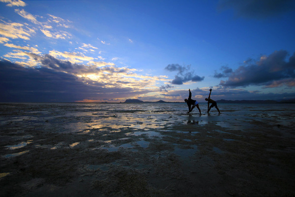 天国の海カネオヘサンドバー10年の水位 2012
