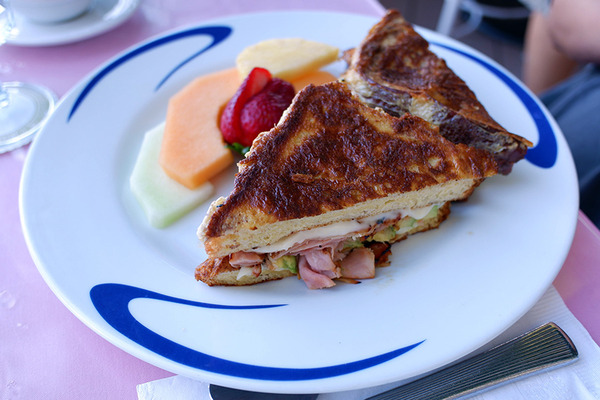 ハウツリーラナイのエッグベネディクトは美味い 5