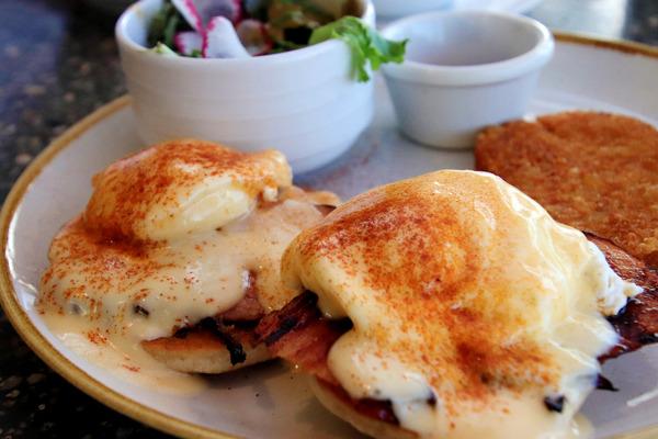クイーンカピオラニホテルのデックの朝食美味い 4