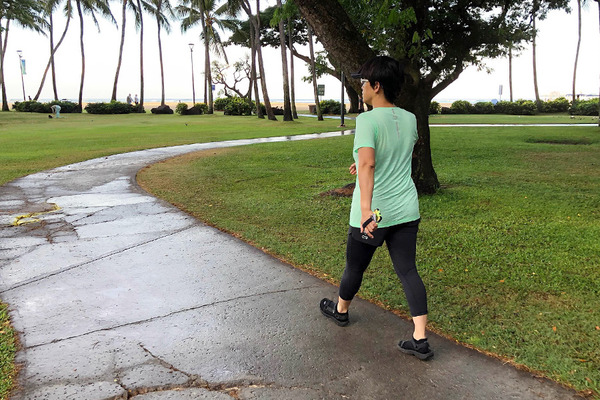 朝のワイキキビーチ散歩 ウォーキング ヨガ ワンコ 3