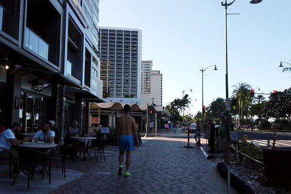 カラカウア大通りを朝散歩 2
