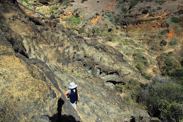 ハロナ  ビーチ  コーブの洞窟の反対側はこうなってます  4