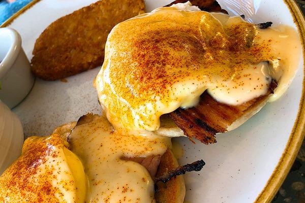 クイーンカピオラニホテルのデックの朝食美味い 6