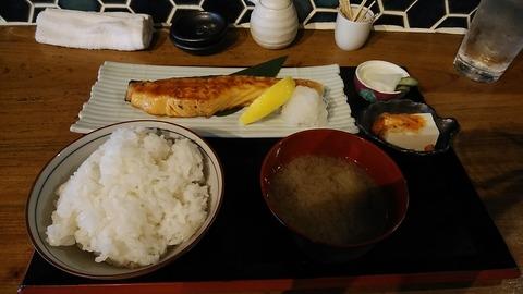 国分寺「でぶろく魚類」
