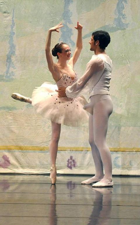 straight-ballet-dancer