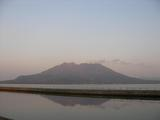 夕日に照らされる桜島
