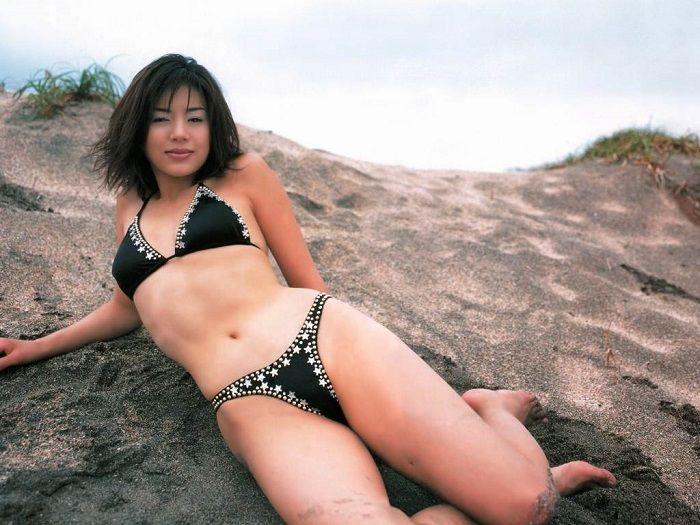 井川遥の黒ビキニ