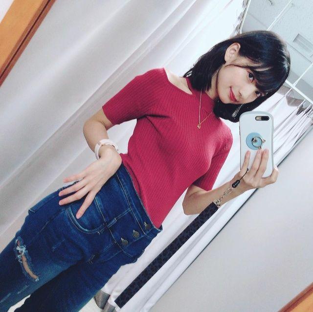【画像】人気声優・高野麻里佳さん、エッチな身体を見せつける
