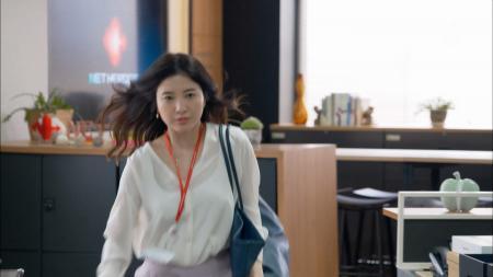 吉高由里子  エロいタンクトップ透け わたし、定時で帰ります。第1話