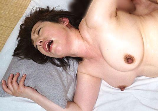柏木舞子 50歳 突起した黒乳首、汗にまみれ赤く高揚する豊満な体、くり返す絶頂!全力で快楽を貪る五十路熟女