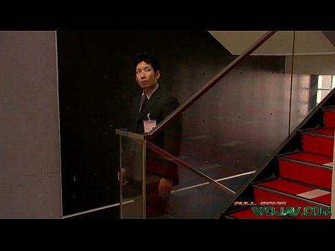 【巨乳・爆乳】日本一の爆乳AV女優エッチitomiがイケメン君に目をつけたようです