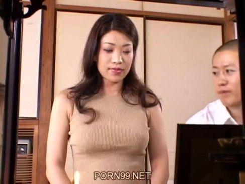 【手コキ】お熟女熟女熟女義母さんの手コキ!お風呂で優しくエロい手つきで息子を射精させる!