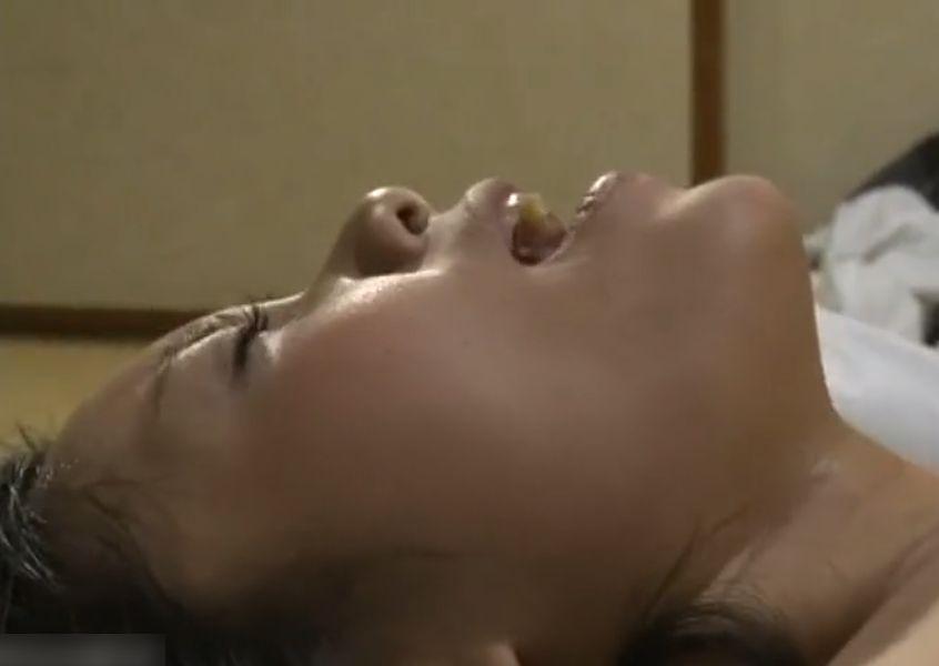 「ハアァーイィーーー!」近親不倫に溺れる熟女妻!ゆっくりと膣壁を摩擦するペニスの快感にビクビクと昇天! ヘンリー塚本